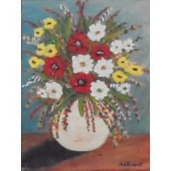 Jarrón blanco con flores rojas, blancas y amarillas